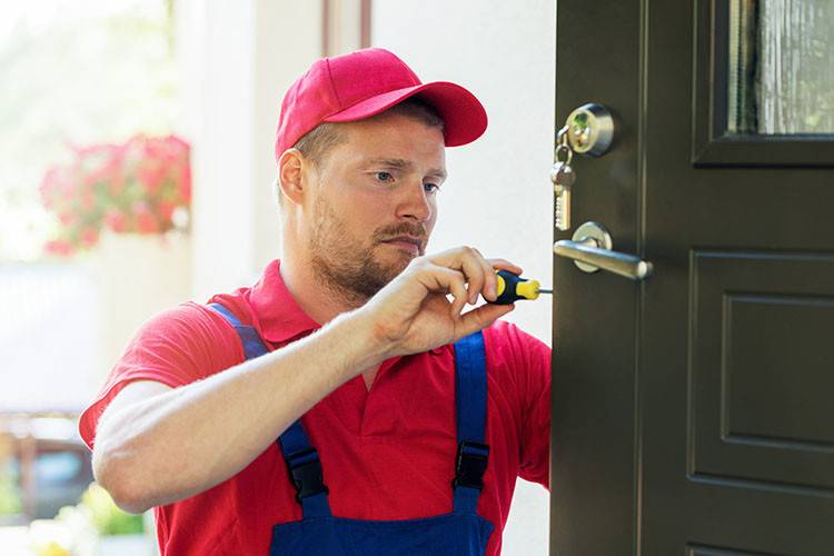 Just Bought a Fixer-Upper? Make It Completely Secure By Hiring a Locksmith