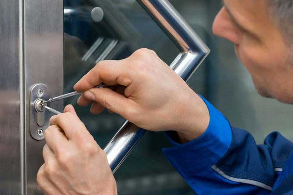 Tips for Choosing a Locksmith
